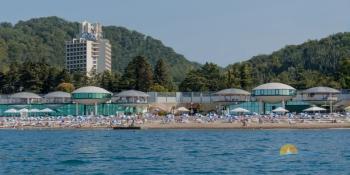 вид на пляж с воды.jpg