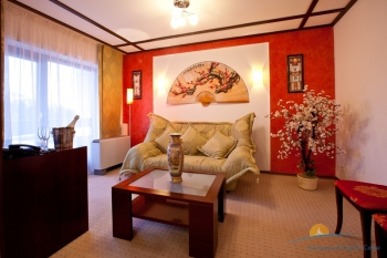 2-мест 3-комн Suite -  гостиная в номере.jpg