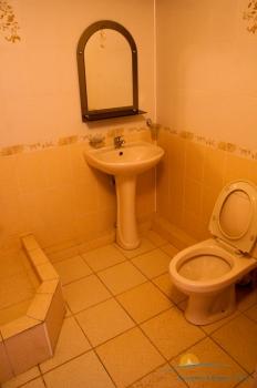 2-местный 1-комнатный номер ПК ванная комната.JPG