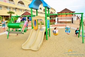 Детская площадка на территории.jpg
