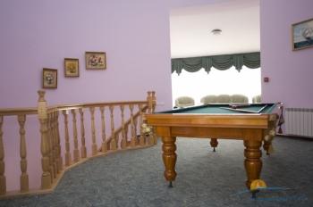 2-мест номер в коттедже - холл коттеджа 2 этаж.jpg