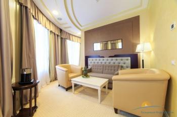 2-местный 2-комнатный Люкс корп Спальный -  гостиная.JPG