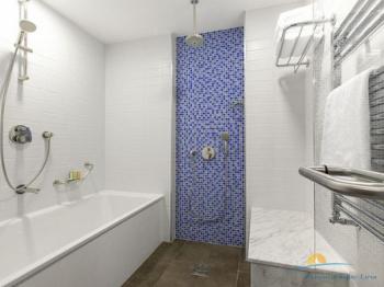 2-местный 1-комнатный номер Люкс ванная комната.jpg