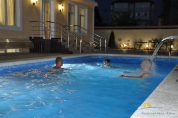 бассейн в вечернее время.jpg