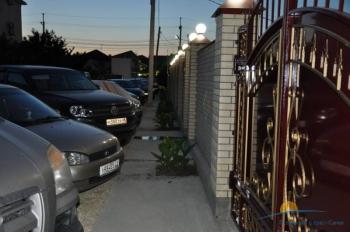 парковка у ворот.jpg