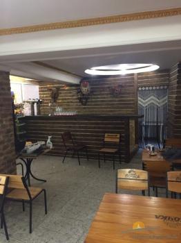 кафе-бар и столики на этаже.jpeg