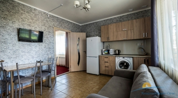 2-мест 2-комн Апартамент в коттедже 8-9 - гостин и кухня.jpg