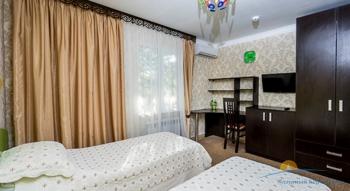 4-мест 5-комн Апартамент в коттедже 2 - детск спальня..jpg