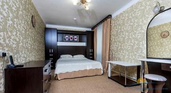 4-мест 5-комн Апартамент в коттедже 2 - спальня2.jpg