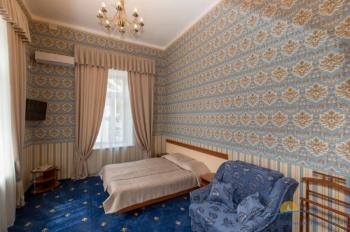 2-местный 2-комнатный номер Студия Шаляпин интерьер.jpg