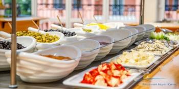 Ресторан Ривьера швед стол..jpg