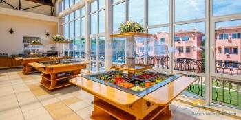 Ресторан Ривьера швед стол.jpg
