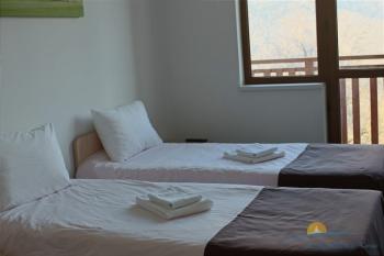 2-местный 1-комнатный номер Стандарт с видом на горы.jpg