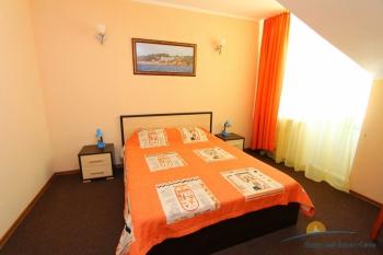2-местный 2-комнатный номер спальня.jpg