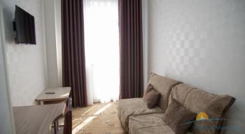 2-местный 2-комнатный номер Люкс с видом на море гостиная.jpg