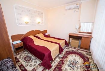 2-местный 2-комнатный  Люкс - спальня.jpg