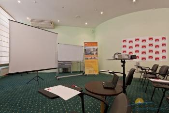 конференц-зал отеля.jpg
