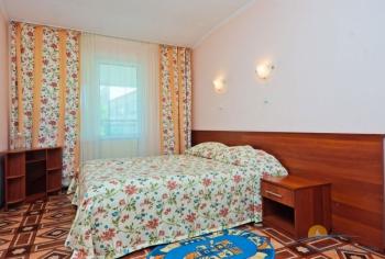 2-местный 2-комнатный номер категории Б спальня.jpg