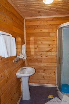 2-местный 1-комнатный номер Стандарт Экогородок санузел.jpg