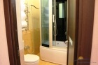 Душевая кабина в 2 комнатных апартаментах