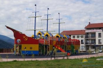 Детская зона в парке Фрукт сад.jpg