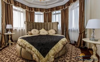 2-местный 3-комнатный номер Люкс Панорама спальня.jpg