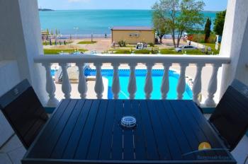 2-местный 1-комнатный номер Полулюкс с видом на море балкон.jpg