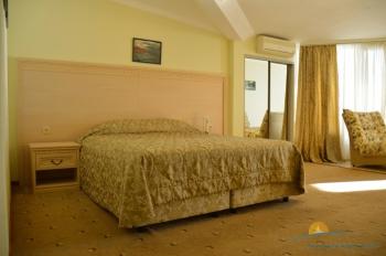 2-местный 1-комнатный номер Пентхаус с террасой и видом на море.jpg