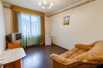 4-местный 2-комнатный Люкс гостиная.jpg