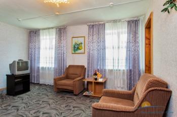 2-местный 3-комнатный номер Эконом гостиная корпус 5.jpg
