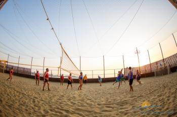волейбольная площадка на пляже.jpg