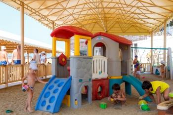 детская площадка на пляже.jpg