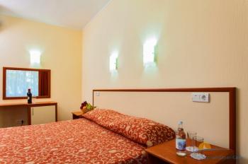 2-местный 2-комнатный Люкс спальня корпус Ривьера.jpg