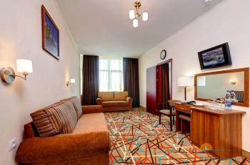 2-местный 2-комнатный номер Семейный гостиная корпус 1.jpg