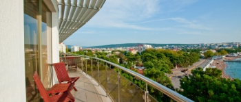 балкон в 2-местном 2-комнатном Люкс Luxury.jpg