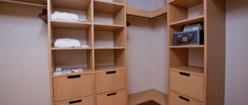 2-мест 3-комн Апартаменты - гардеробная.jpg