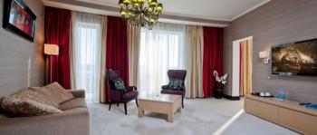 гостиная в 2-местном 3-комнатном Сюит Президентский.jpg