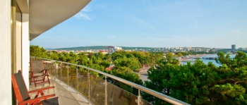 балкон в 2-местном 3-комнатном Сюит Президентский.jpg