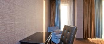 гостиная с рабоч зоной в 2-местном 3-комнатном Сюит Премьерский.jpg