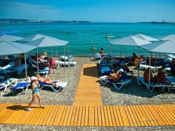 Благоустроенный пляж санатория.jpg