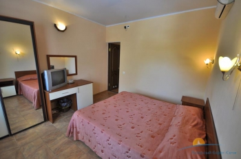 2-местный 1-комнатный номер в малом коттедже интерьер.jpg