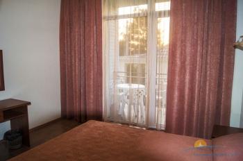 2-, 3-местный 1-комнатный номер с балконом интерьер.jpg