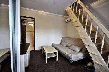 4-местный 2-комнатный номер в большом коттедже гостиная.jpg