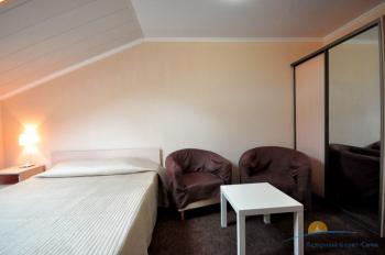 4-местный 2-комнатный номер  в большом коттедже спальня.jpg
