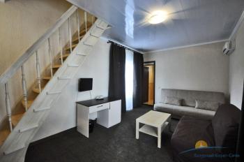 6-местный 2-комнатный номер в большом коттедже с балконом.jpg