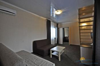 6-местный 2-комнатный номер в большом коттедже с балконом интерьер.jpg