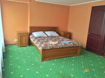 3-мест 2-комнат  Люкс - спальня.JPG