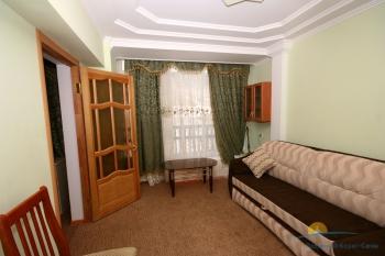 2-местный 2-комнатный номер Люкс с камином гостиная.jpg