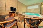 крытый бассейн и зона отдыха