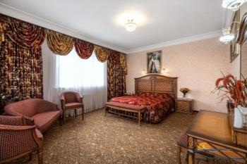 2-мест 2-комн президентский люкс - спальня.jpg